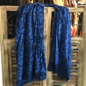 Blue flora cotton scarf 🧣